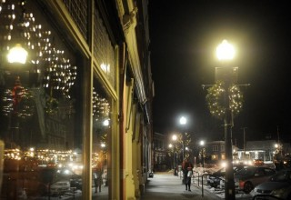LED花环灯点亮兰多夫夜景